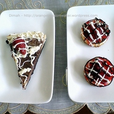 Dimah - http://orangeblossomwater.net - Cheesecake with Oreo Crust and Mini Cheesecake 9
