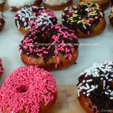 Dimah - http://orangeblossomwater.net - Raised Doughnuts 9