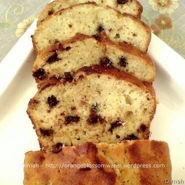Dimah - http://www.orangeblossomwater.net - Banana Bread 6