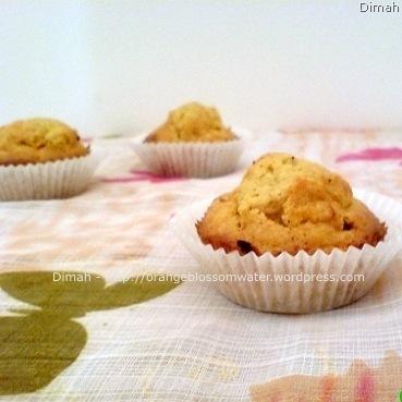 Dimah - http://www.orangeblossomwater.net - Carrot Cupcakes 4