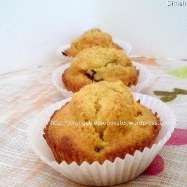 Dimah - http://www.orangeblossomwater.net - Carrot Cupcakes 5