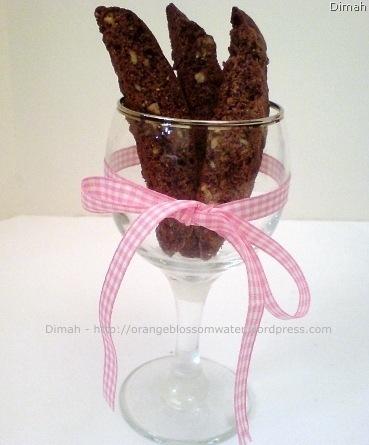 Dimah - http://www.orangeblossomwater.net - Vanilla and Cocoa, Pecan Biscotti 8