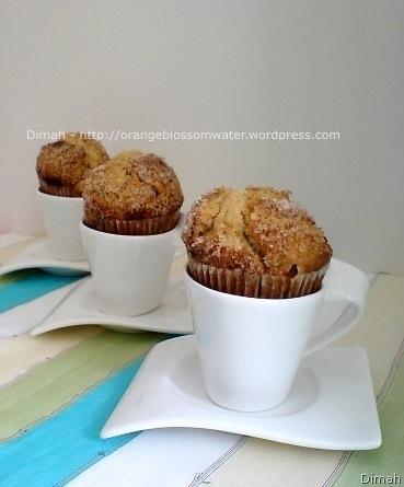Dimah - http://www.orangeblossomwater.net - Apple Cinnamon Muffins 4