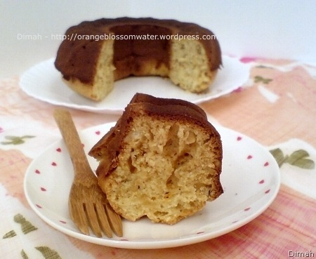 Dimah - http://www.orangeblossomwater.net - Eggless Cake 4