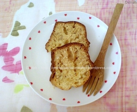 Dimah - http://www.orangeblossomwater.net - Eggless Cake 5