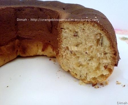 Dimah - http://www.orangeblossomwater.net - Eggless Cake 6
