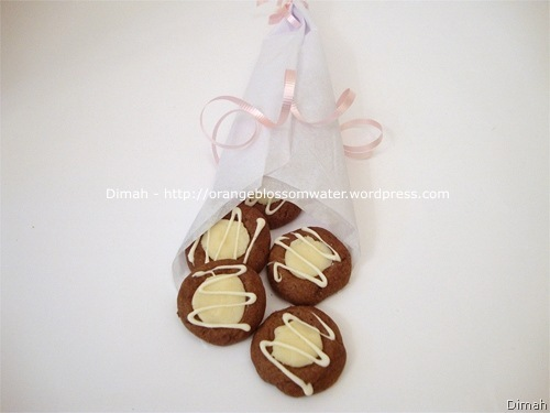 Dimah - http://www.orangeblossomwater.net - Chocolate Thumbprints 4