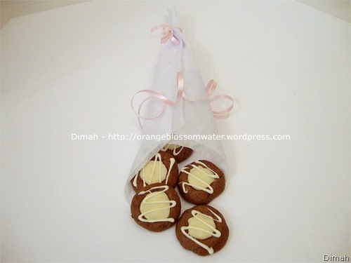 Dimah - http://www.orangeblossomwater.net - Chocolate Thumbprints 5
