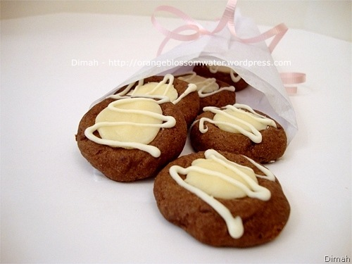 Dimah - http://www.orangeblossomwater.net - Chocolate Thumbprints 7