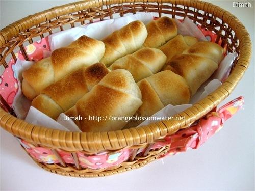 Dimah - http://www.orangeblossomwater.net - Cheese Rolls and Zatar Rolls 9