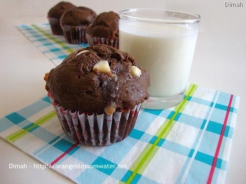 Dimah - http://www.orangeblossomwater.net - White Chocolate Chip Muffins 4