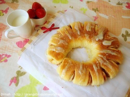 Dimah - http://www.orangeblossomwater.net - Berry Twist Bread 90