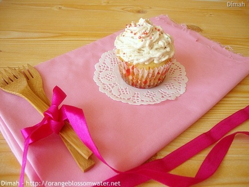 Dimah - http://www.orangeblossomwater.net - Hidden Surprise Cupcakes 90