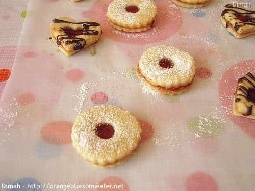 Dimah - http://www.orangeblossomwater.net - Raspberry Sugar Cookie Sandwiches 9